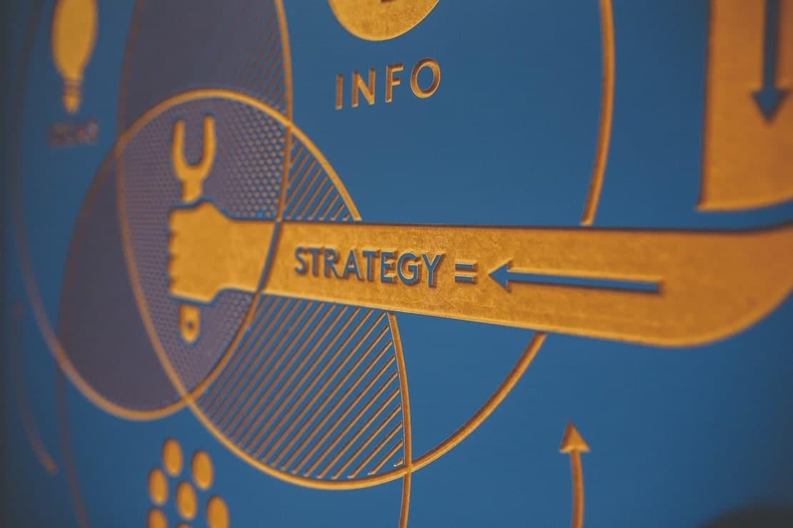 perbedaan strategi dan taktik